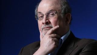 Instituţii media din Iran promit 600.000 de dolari pentru asasinarea lui Salman Rushdie