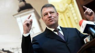 Iohannis nu administrează România; el cultivă Diaspora...