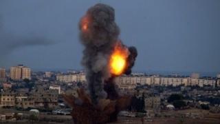 Continuă să moară civili în Siria, în urma unor raiduri aeriene