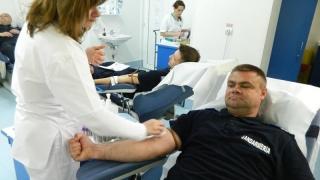 Jandarmii donează sânge pentru victimele accidentului de la Medgidia