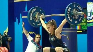 Junioara Laura Mihai, triplă campioană națională la haltere