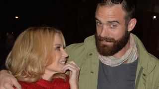 Kylie Minogue s-a logodit