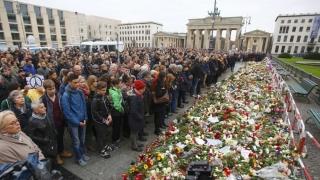 La un an de la atentatele de la Paris, Franța prelungește starea de urgență