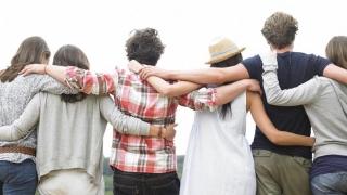 La vârsta de 25 de ani avem cei mai mulți prieteni