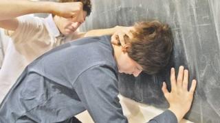 Lecţii de prevenire a delincvenţei juvenile. Cum poate fi gestionată violenţa!