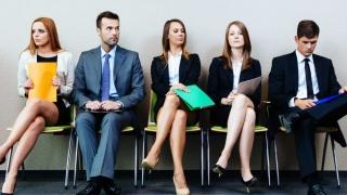 Mai multe locuri de muncă vacante, comparativ cu 2015