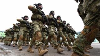 Marea Britanie și SUA cer statelor NATO să dea mai mulţi bani pentru armată
