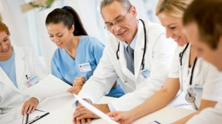 Medicii rezidenţi pot efectua gărzi, la cerere, începând din primul an
