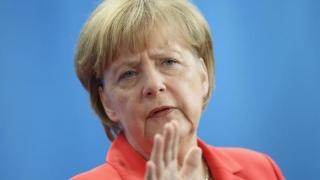 Merkel a admis că Germania și UE au comis erori în criza refugiaților