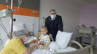 Micuţul David mulţumeşte tuturor românilor care l-au ajutat să învingă cancerul!