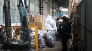 Mii de pălării şi sute de genţi din piele, confiscate de vameşi
