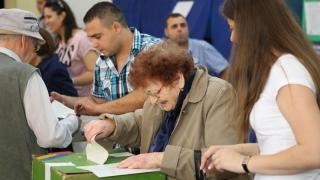 Mii de români cu drept de vot au peste 100 de ani