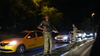 Militarii turci care cer azil, condamnaţi la închisoare în Grecia