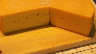 Miracolul din brânza maturată! Sănătatea cardiovasculară, protejată până la bătrâneţe