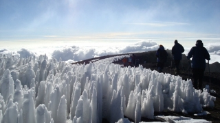 Mister pe Kilimanjaro! De ce se topește faimoasa gheaţă