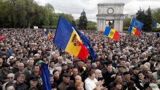 Guvernul Moldovei, contestat în stradă