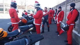 Moș Crăciun a ajuns pe motocicletă la copiii constănțeni aflați în plasament