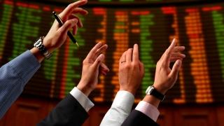 Acțiunile europene au deschis, luni dimineață, în creștere