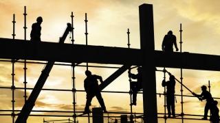 Muncitorii cu calificare redusă din UE ar putea avea nevoie de permise pentru a lucra în Marea Britanie