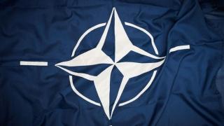 NATO denunţă atitudinea agresivă a Rusiei şi vrea dialog