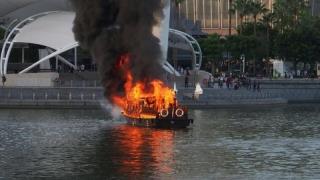 Navă în flăcări, în Franța