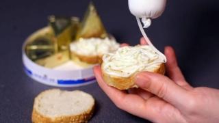 Niciun mic dejun fără... E-uri. Dacă mâncați brânză topită!