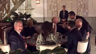 """Nigel Farage a postat o fotografie de la o """"cină cu The Donald"""""""