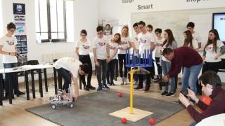 Noile proiecte ale mirciștilor: robotul inteligent și satelitul bun la toate