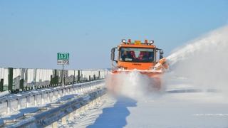 Noi utilaje în război cu zăpezile de pe șosele