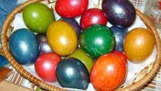 Nu știi cum să vopsești ouăle de Paște? Iată cele mai populare culori!