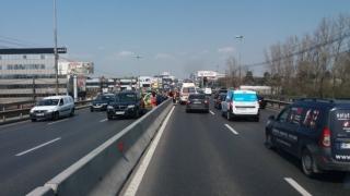 Coadă de mașini de 6 km, la intrarea în București