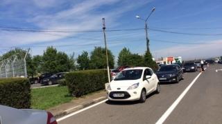 Aglomerație: Coadă de mașini pe drumul dinspre frontieră, la Vama Veche