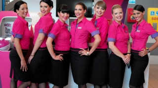 O companie aeriană caută însoțitori de bord. Vezi cerințele!