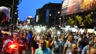 Câteva sute de protestatari s-au îndreptat spre sediul DNA din Capitală