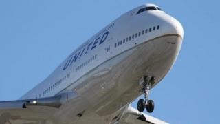 O femeie a sărit din avionul care rula la aterizare, în Texas