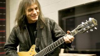 Doliu în muzica rock! A murit Malcolm Young, de la AC/DC