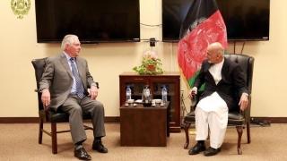 O fotografie oficială de la vizita lui Tillerson la Kabul, trucată?