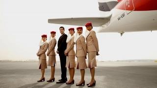 O importantă companie aeriană angajează stewardese din România