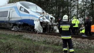 Coliziune între două trenuri! Cel puţin 21 de persoane au fost rănite