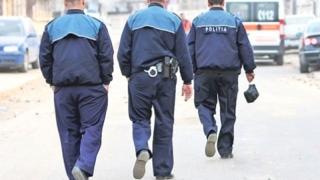 Polițist trimis în judecată pentru că a bătut două copile!