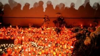 """Doi ani de lacrimi şi durere, de la tragedia din """"Colectiv"""". 65 de tineri au murit"""
