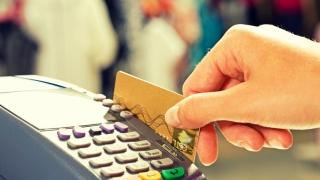 Din 2017, poți plăti cu cardul și la tarabă