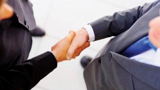Pace-pace, între două... părți legate printr-un contract de credit