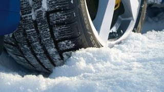 Cum să conduci în siguranţă pe timp de iarnă