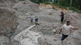 Confruntări între armată și mineri clandestini, lângă un zăcământ de aur și diamante
