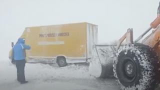 Constanţa: toate cele 200 autovehicule blocate de viscol au fost deszăpezite
