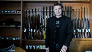 Cruntă ironie: Fiul fostului şef al Seviciului Arme al Capitalei, prins cu mii de cartuşe