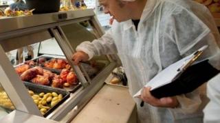 Una din 11 unități de alimentație, amendată de sanitari-veterinari