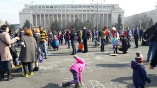 Protest cu desene şi jocuri în Piaţa Victoriei din București