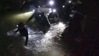 Operaţiune dificilă de salvare a unor copii blocaţi de 2 săptămâni într-o peşteră